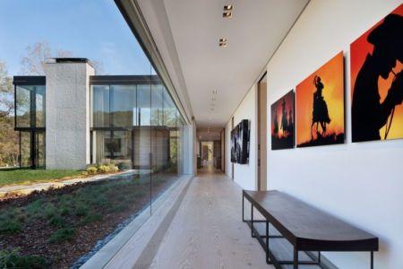 couloir & grande baie vitrée  encastrée - modern farmhouse par Meyer Davis studio - Nashville, USA