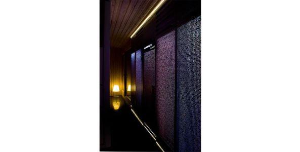 couloir illuminé - Spaceship Home par Noem Spaceship - Madrid, Espagne