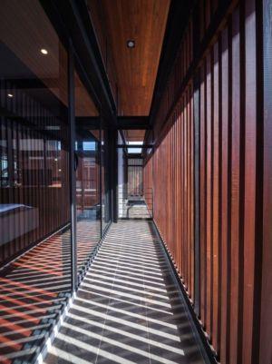 couloir rez de chaussée - Bridge-House par Junsekino Architects And Design - Bangkok, Thaïlande