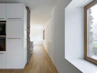 couloir rez de chaussée - House-transformation par clavienrossier architects - Suisse