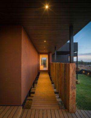 couloir sur pilotis extérieur - GB-House par EMA Arquitectos - Concón, Chili