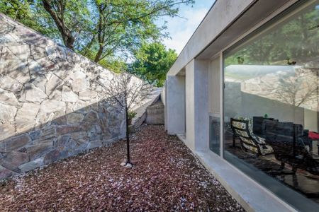 cour arrière - House in Q2 par Santiago Viale - Mendiolaza, Argentine