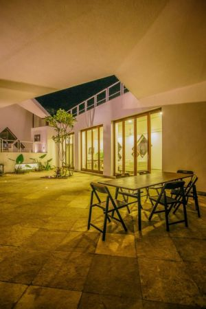 cour de nuit - Tomoe Villas par Note Design - ALibag, Inde
