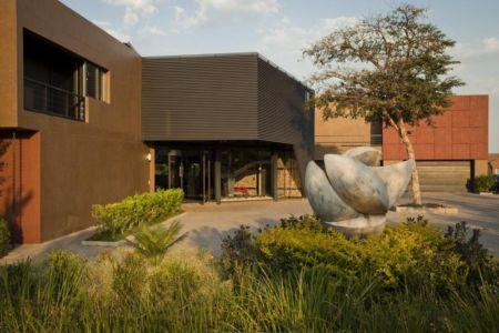 cour entrée - House Tsi par Nico van der Meulen Architects - Afrique du Sud