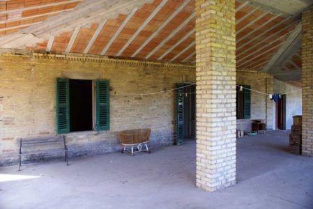 cour intérieur - Recupero-casa par par Rocco Valentini - Chieti, Italie