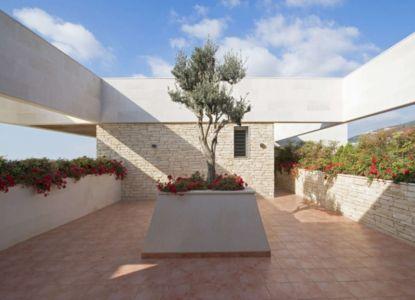 cour intérieure - S House par Joe Ingea Architects - Liban