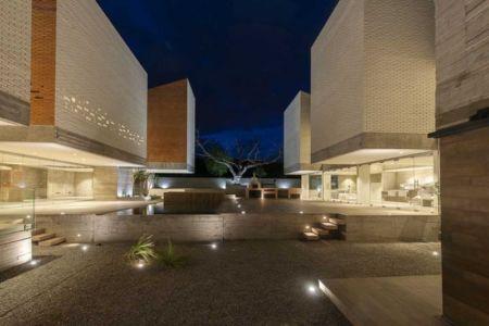 cour intérieure de nuit - DATRI & DASA Homes by mavarq - Tepeji del Rio, Mexique