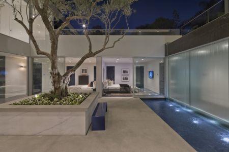 cour intérieure et bassin - Carla Ridge par McClean Design - Beverly Hills, Usa