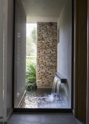 cours d'eau extérieur - House-in-Blair-Atholl par Nico van der Meulen Architectes - Johannesburg, Afrique du Sud