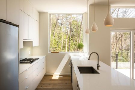 cuisine - Holiday-Home-Hangs par Christopher Simmonds Architects - Val-des-Monts, Québec