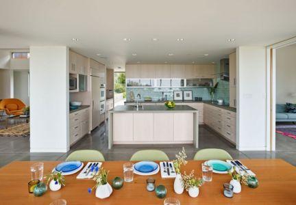 cuisine - In-Out par Wnuk Spurlock Architecture - Stinson Beach, Californie, USA