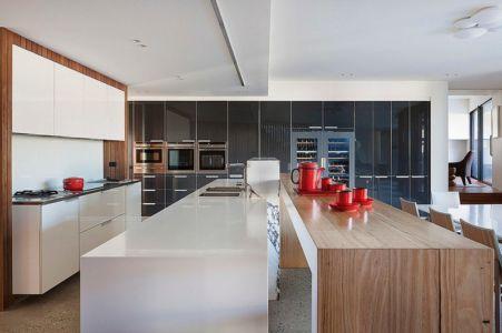 cuisine - Maison contemporaine bois béton par BG Architecture - Melbourne, Australie