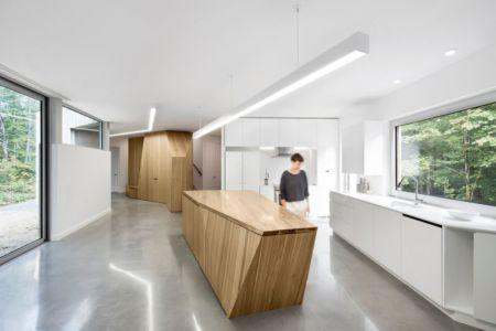 cuisine - Maison du Lac Grenier par Paul Bernier Architecte - Estérel, Canada