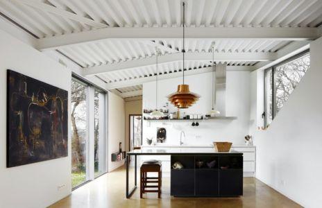 cuisine - Maison et atelier d'artiste par Miba architects - Gijón, Espagne