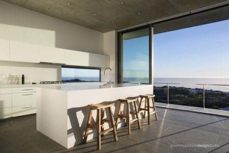 cuisine - Pearl Bay Residence par Gavin Maddock Design Studio - Yzerfontein, Afrique du Sud