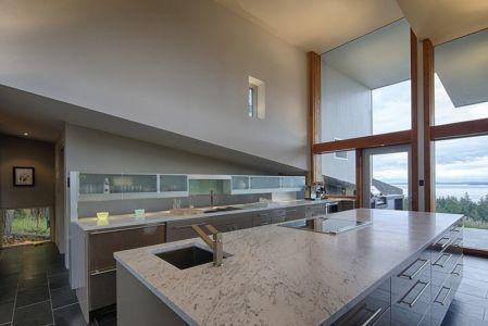 cuisine - Ridge House par Marko Simcic et Brian Broster - Pender Island, Canada