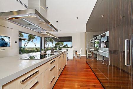 cuisine - Treetops Residence par Artas Architects & D Pearce Constructions - Toowong, Australie