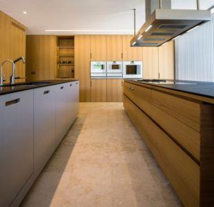 cuisine - Vivienda en Son Vida par Negre Studio & Rambla 9 Arquitectura - Palma de Majorque, Espagne