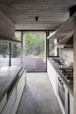 cuisine - Wein House par Besonias Almeida Arquitectos - Pinamar, Argentine