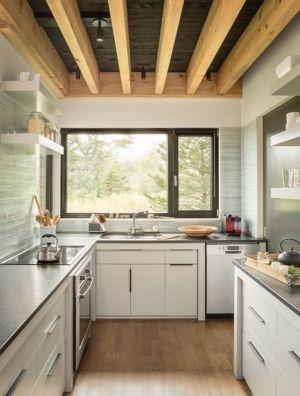 cuisine en granit - Wooden home artist par Will Winkelman et Todd Richardson - Steuben, Maine, Usa - Photo Trent Bell