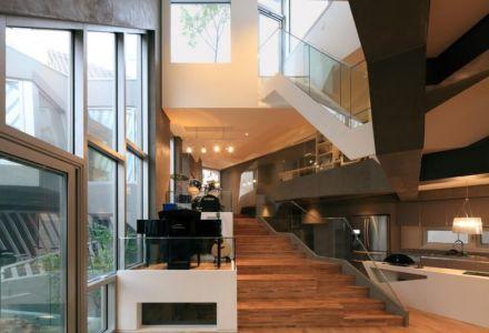 cuisine & escalier accès étage - Kyeong Dok Jai par Uroje Khm Architects - Corée du Sud