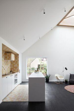 cuisine et îlot - Huis voor Patrick par LOW Architecten - Belgique
