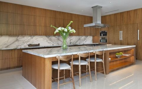 cuisine et îlot en marbre - Miami Beach Residence par New Stone Age - Miami Beach, Usa