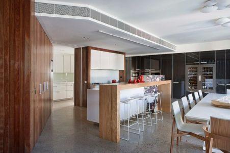 cuisine et arrière cuisine - Maison contemporaine bois béton par BG Architecture - Melbourne, Australie