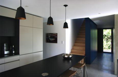 cuisine et escalier bois - MLEL par Dank Architectes - France