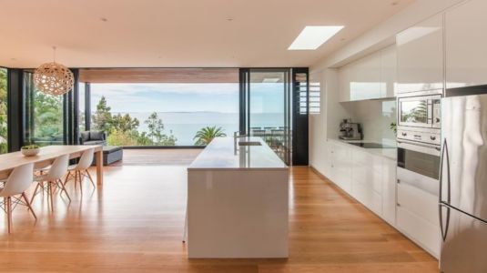 cuisine et panorama - 25A Duncansby par Iconic Homes - Whangaparaoa, Nouvelle-Zélande