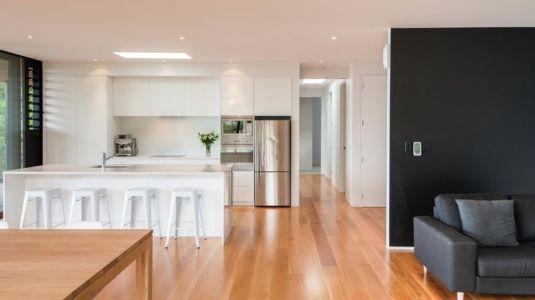 cuisine et séjour - 25A Duncansby par Iconic Homes - Whangaparaoa, Nouvelle-Zélande