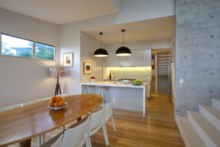 cuisine et séjour - Coolum Bays House par Aboda Design Group - Coolum Beach, Australie - photo Paul Smith