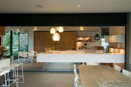 cuisine et séjour - House Blair Atholl par Nico van der Meulen Architects - Blair Atholl, Afrique du Sud