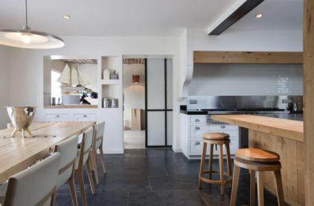 cuisine et séjour - Rénovation Maison V - Olivier Chabaud Architecte - France
