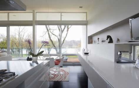 cuisine et séjour - Riverview House  Studio Dwell Architects -  Wayne, Usa