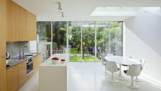 cuisine et séjour extension - maison - Atelier Zundel Cristea- Photo Sergio Grazia - France