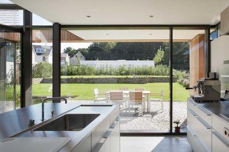 cuisine et terrasse - Maisons bois contemporaines par Zamel Krug Architekten - Hagen, Allemagne