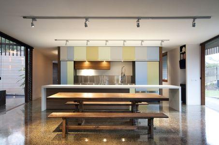 cuisine - maison bois contemporaine par Jackson Clements Burrows - Barwon Heads - Australie - Photos John Gollings