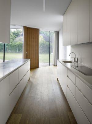 cuisine - maison contemporaine par  Jarousek Rochová Architekti - Republique Tchèque - photo Filip Slapal