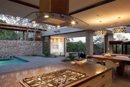 cuisine-séjour & vue piscine - Garden-House par Cincopatasalgato - El Salvador