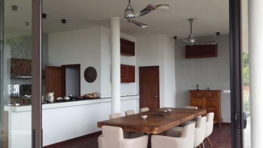 cuisine & salle séjour - La-Plantation par Acyc Sarl - Kampot, Cambodge