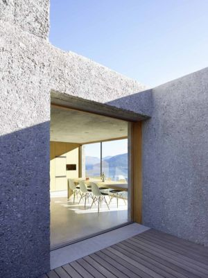 cuisine terrasse - House in Brissago par Wespi de Meuron Romeo architects - Brissago, Suisse