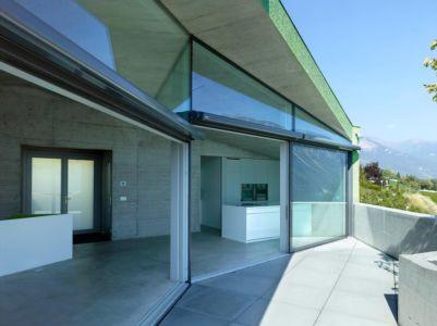 cuisine terrasse - Maison Iseli par François Meyer architecture - Venthôme, Suisse
