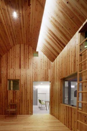 décoration intérieure lambris bois - maison bois contemporaine par Masahiro Miyake - Tokushima, Japon