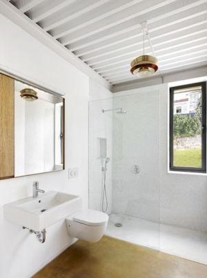 douche - Maison et atelier d'artiste par Miba architects - Gijón, Espagne