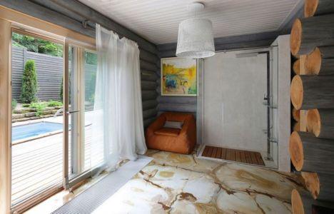 douche et accès piscine - Wooden Cottage par Elena Sherbakova près de Moscou, Russie.jpg