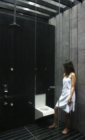 douche et toilette camouflée - Casa Altamira par Joan Puigcorbé - Costa Rica