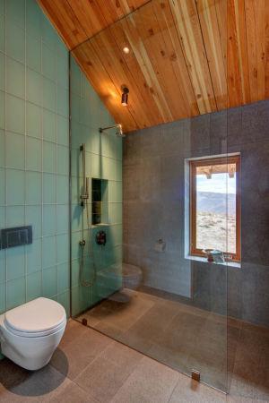 douche et toilettes - Wolf Creek Ranch par S+D Architects - Utah, Usa