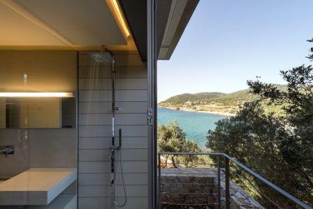 douche extérieure et salle de bains - Notre Ntam' Lesvos Residences par Z-level à Agios - Fokas, Grèce