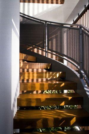 escalier accès étage - maison exclusive par Aamer Architects - Singapour